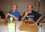 Ray2day and OeiOeiVogeltje devouring pizzas