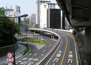 A typical Tokyo crossing. Soon you'll find out why the majority of cars here have navigation systems built in.