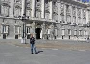 Sander in front of the palace